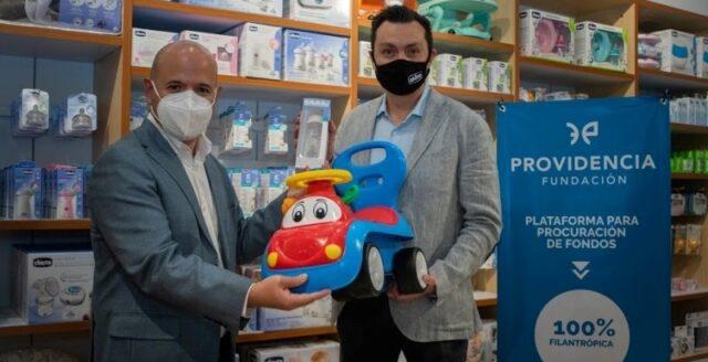 Luis Marroquín, director Fundación Providencia y Alejandro Treviño, director comercial de Chicco México.